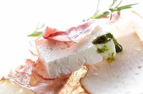 feta der grieche schafkaese sandwich.jpg